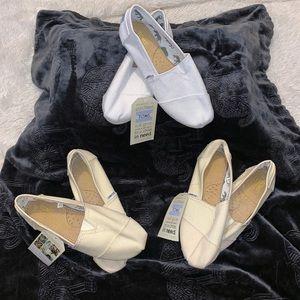 TOMS Classic Canvas Unisex Slip-Ons White or Cream